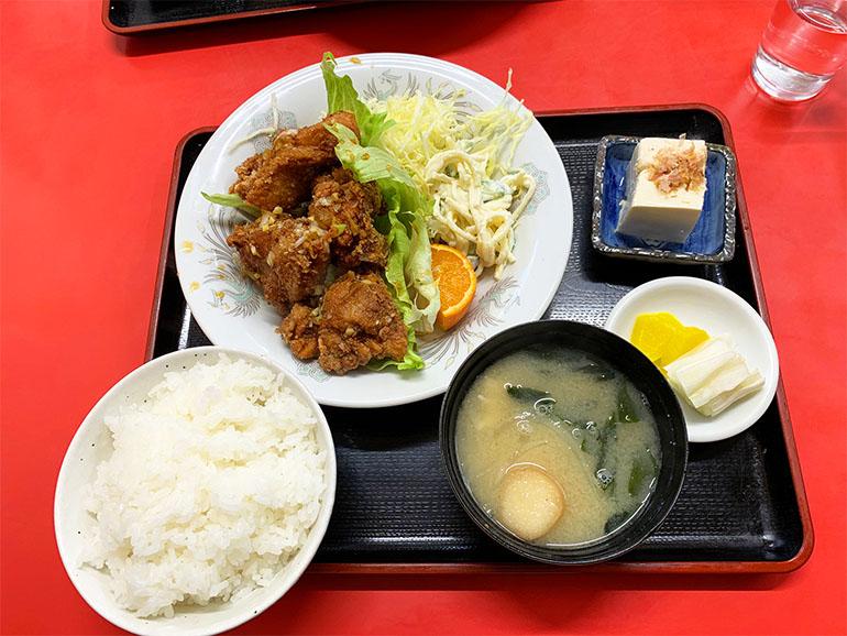 文化飯店支店の唐揚げ定食