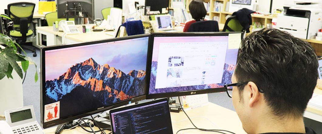 会社での仕事風景