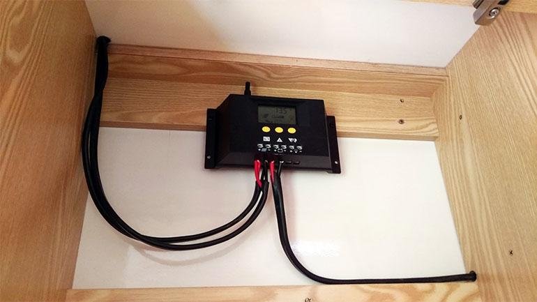 充電コントローラー