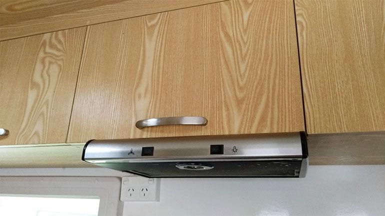 キャンピングカー キッチンの換気扇