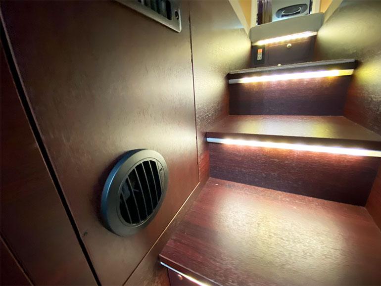 ナッツRV「 BORDER BANKS(ボーダーバンクス) TYPE T 階段照明