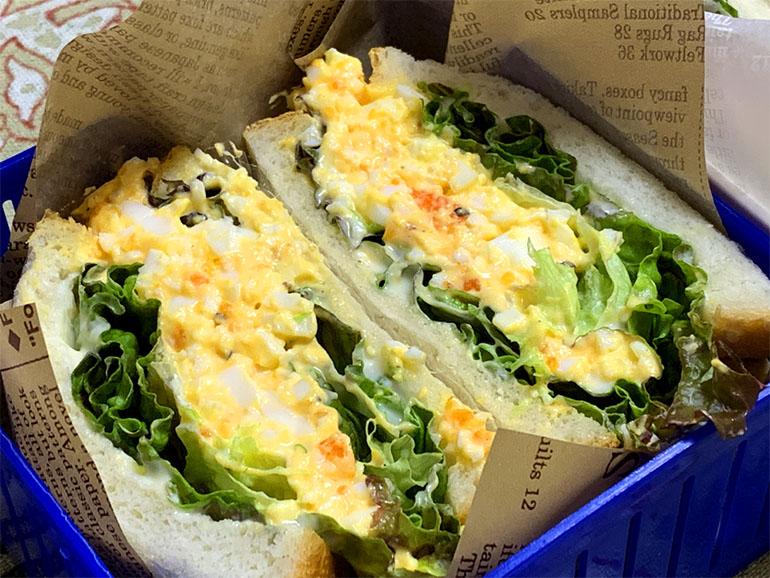 卵とレタスのサンドイッチ