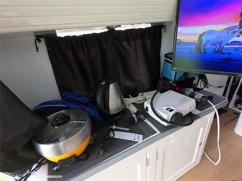 キャンピングカー内 キッチン