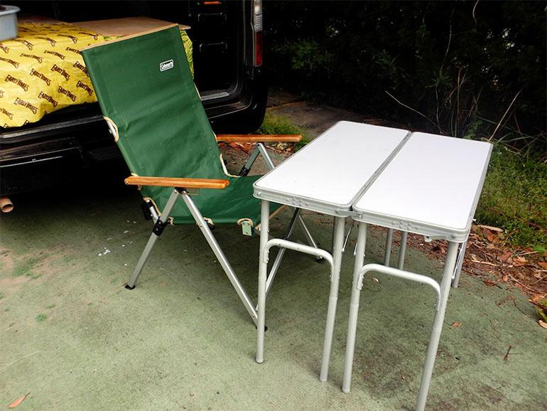 レイチェアとテーブル