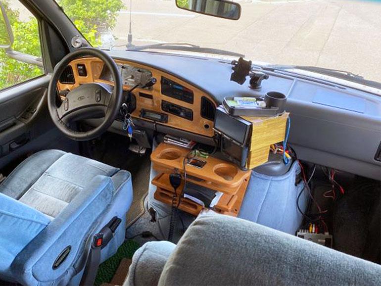 ウィネベーゴ FORD E-350 運転席助手席