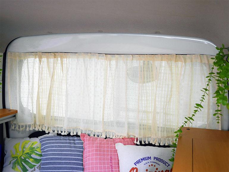 リアハッチの窓 カーテン