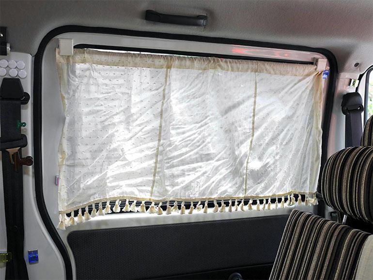 スライドドアを閉じた際のカーテン