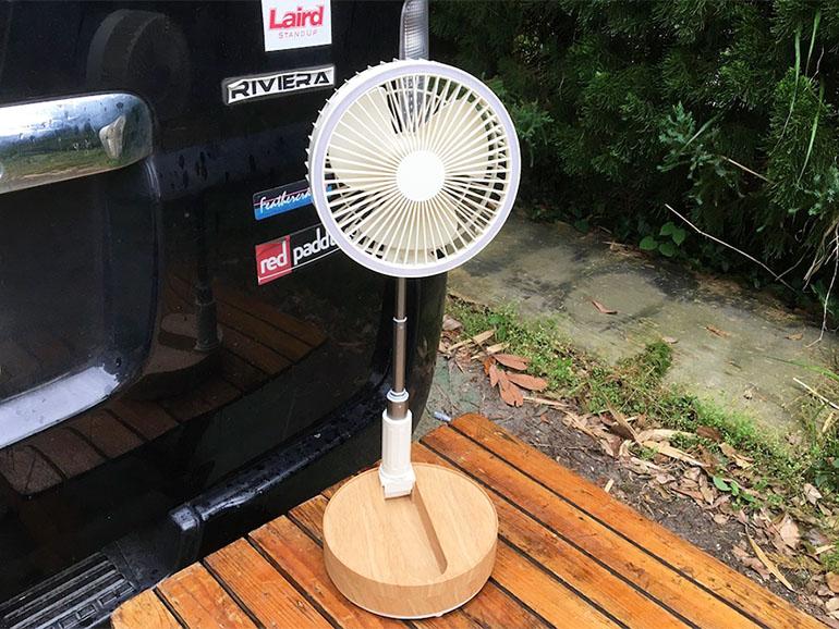 首振り機能付き扇風機