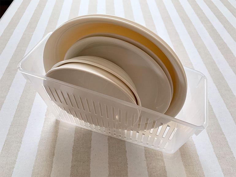 冷蔵庫野菜ストッカーに皿を収納
