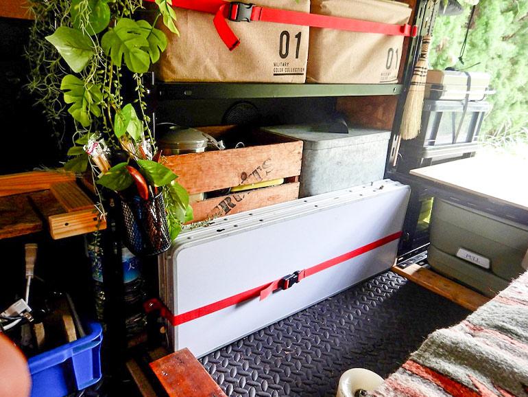 キャラバン 荷室 棚