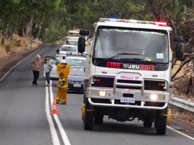 事故現場を整備するレスキュー隊