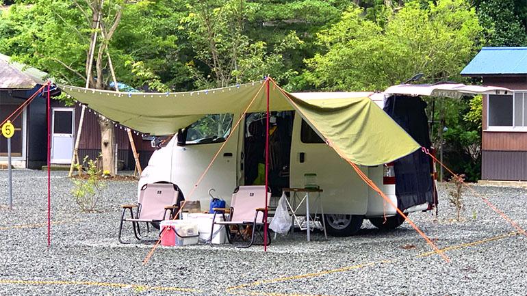 キャンプ使用のキャンピングカー