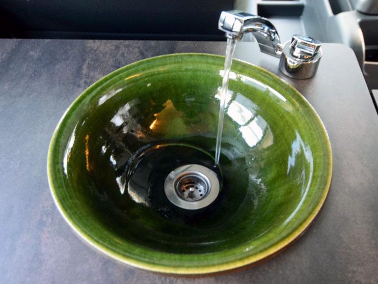 陶器のシンク