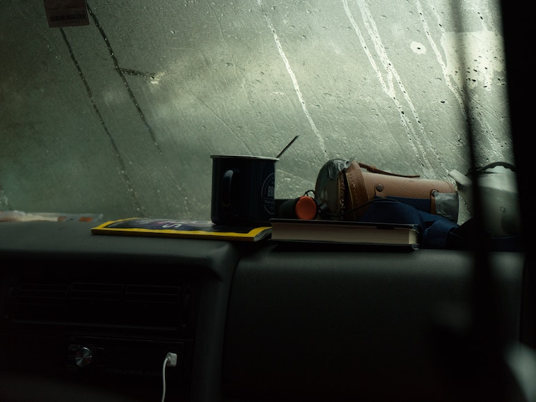 車の窓 雨