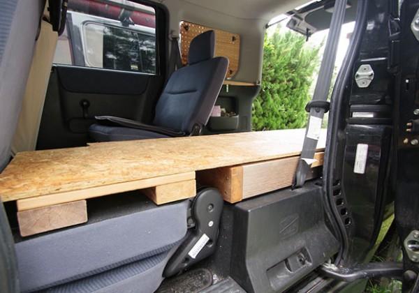 軽自動車で快適な車中泊をするための車種選びとベッド作りのコツ
