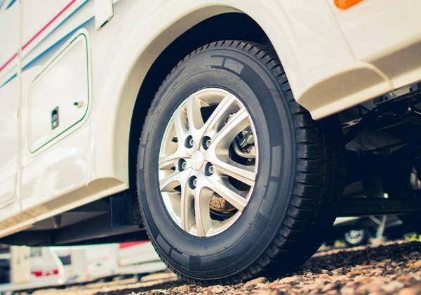 キャンピングカーのタイヤ