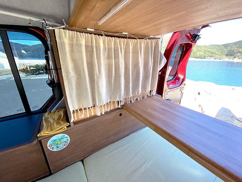 DIYで自作した棚 カーテン