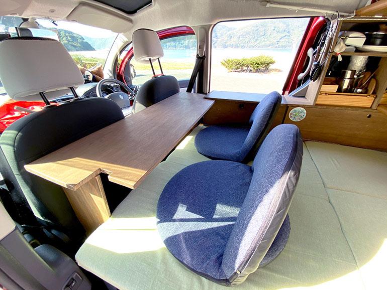 車内 作業机