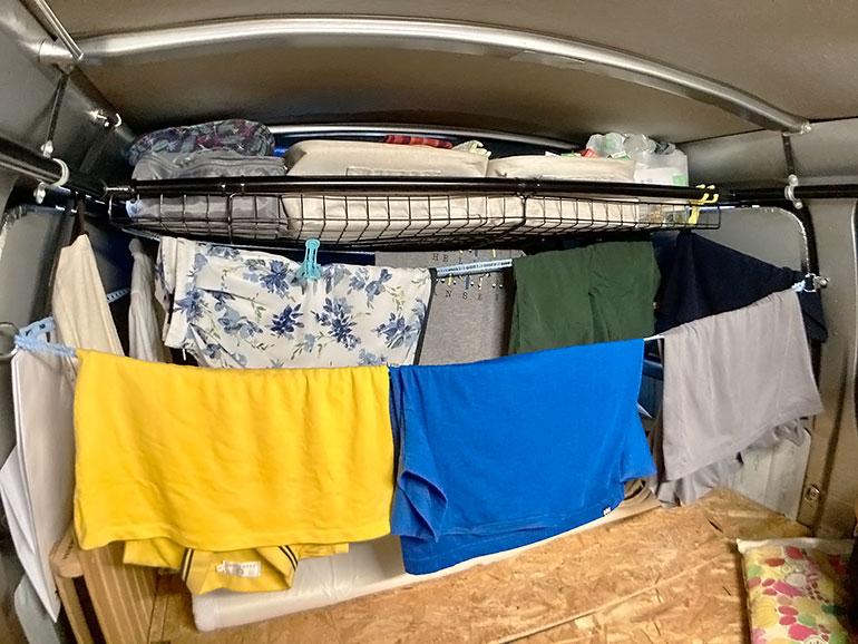 車内の洗濯物