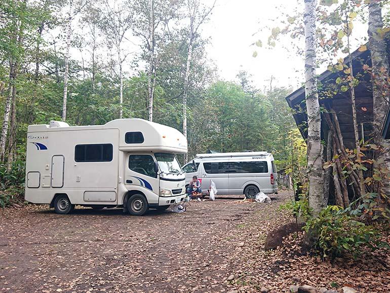 隠れ家的オートキャンプ場遊び小屋コニファー2