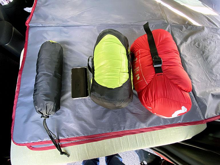 寝袋 iphone11と比較