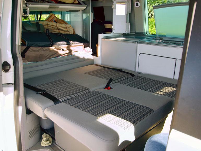 車内 ベッド