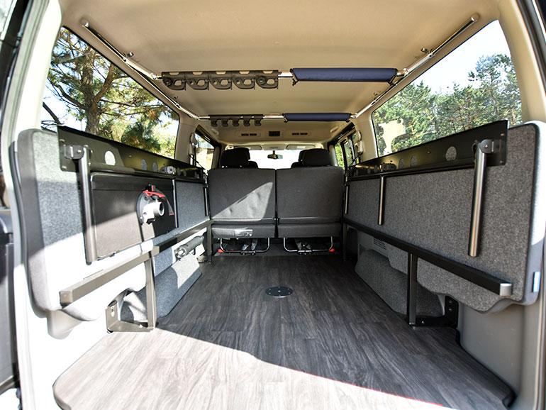 NV350キャラバンマルチベッドの車内 ベンチを上げた状態