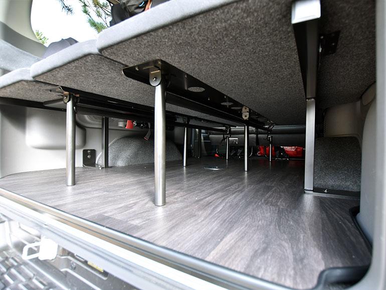 日産キャラバンマルチベッドの下の収納スペース