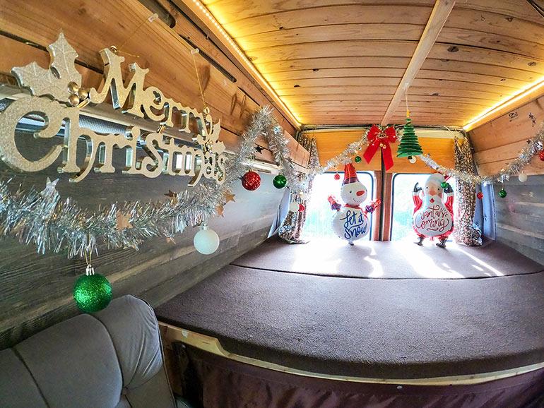 キャンピングカーで過ごすクリスマス