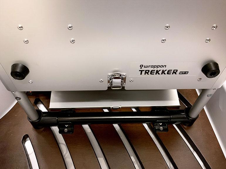 イレクターパイプを使用して足部分を固定