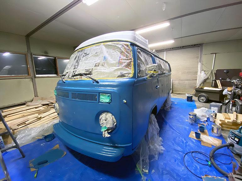 塗装したワーゲンバス 乾かし中