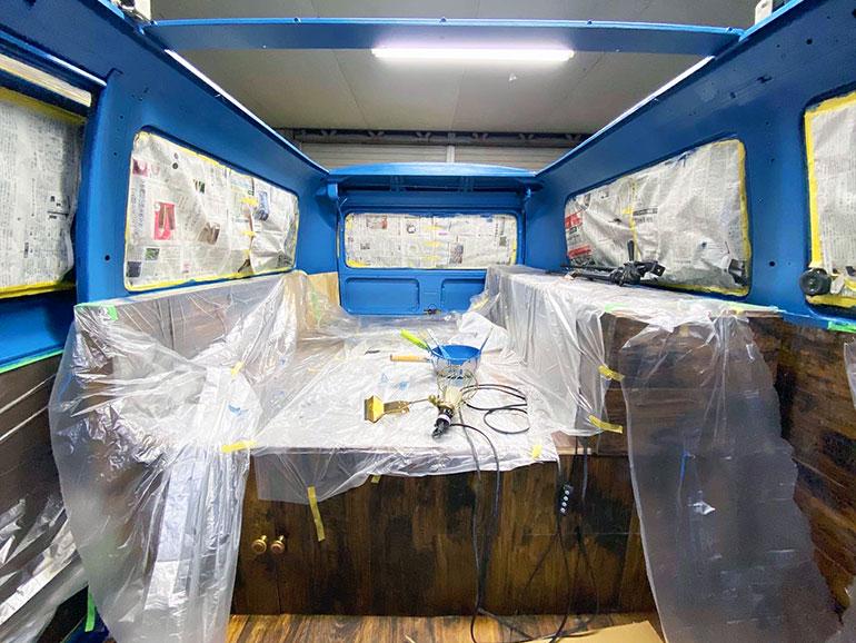 塗装したワーゲンバス 車内