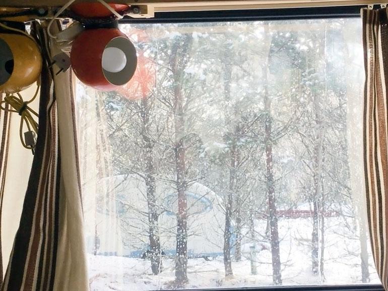 車から見た雪景色