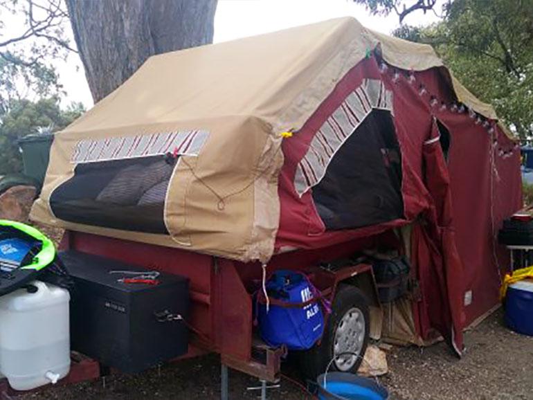 折り畳み式のキャンパートレーラー
