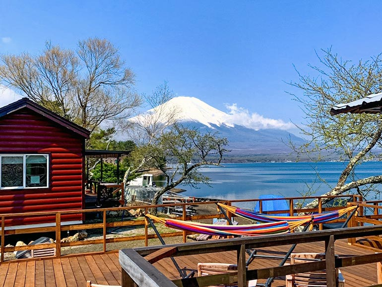 el colina Lake Yamanaka RV Resortから見た富士と山中湖の風景