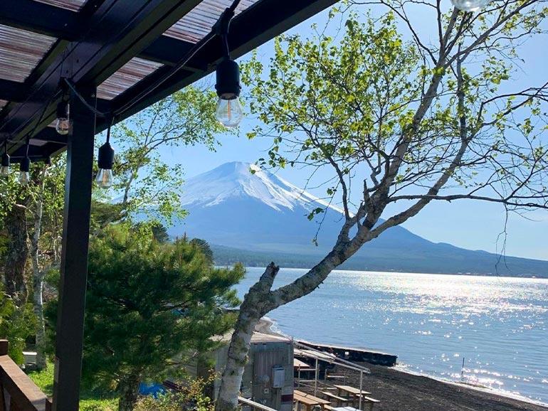 el colina Lake Yamanaka RV Resortのトレーラーハウスから見た景色