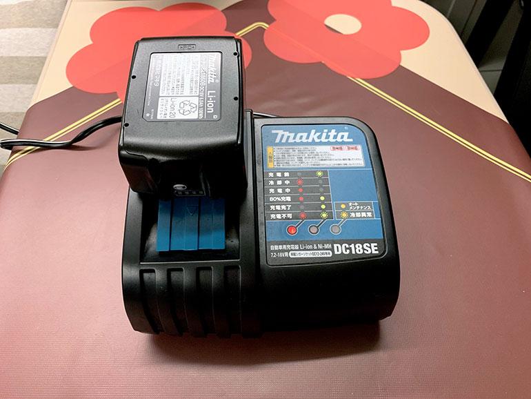 シガーソケット対応の充電器