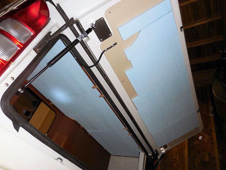 断熱材を貼った外部収納庫