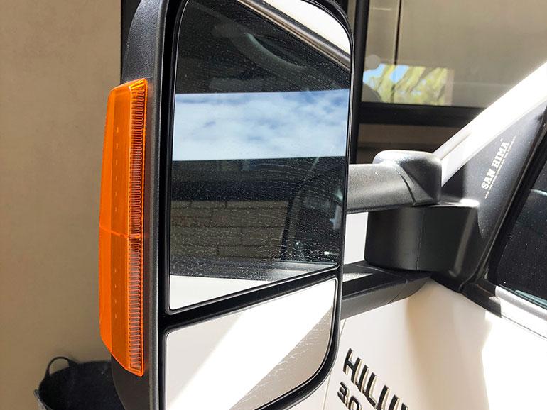 トラック用のサイドミラー