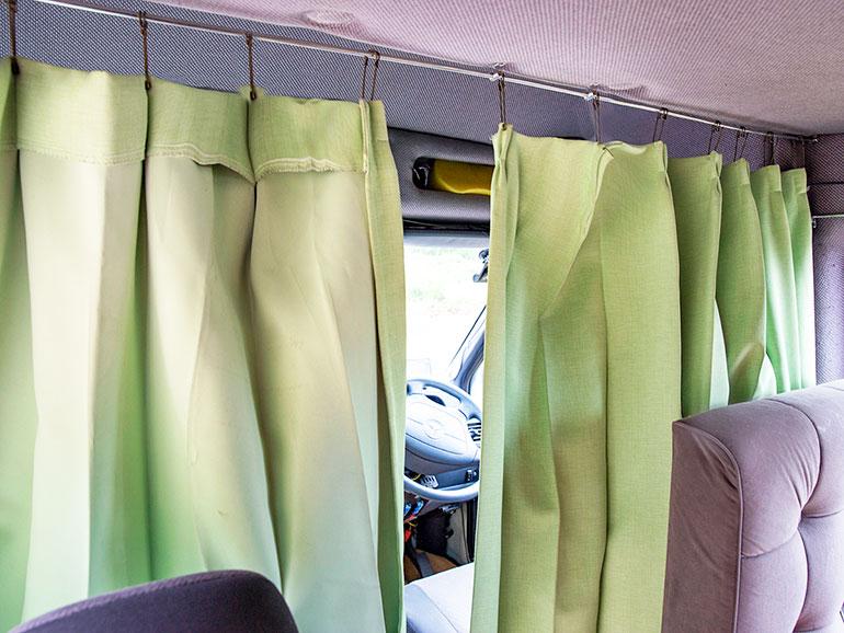 車内のカーテン