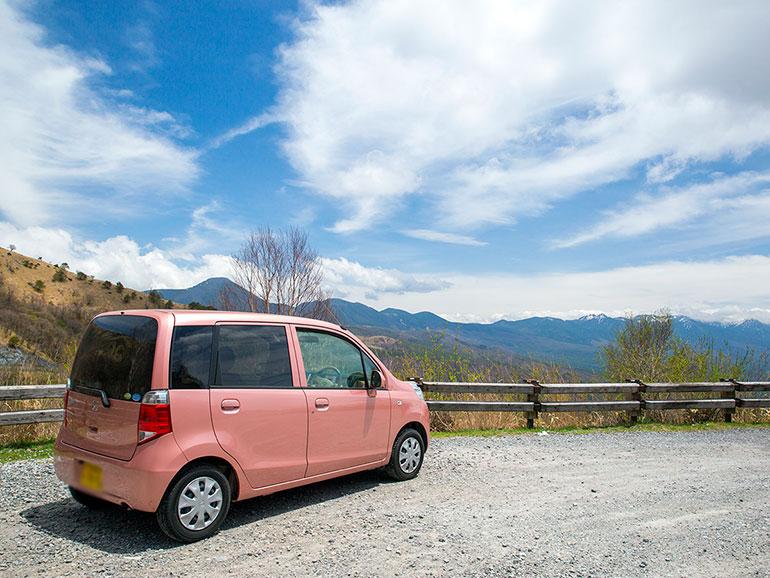 ピンクの車