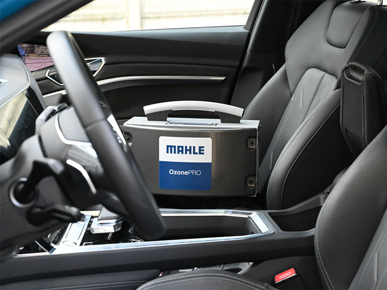 車内においたマーレーの『Ozone Pro(オゾンプロ)』