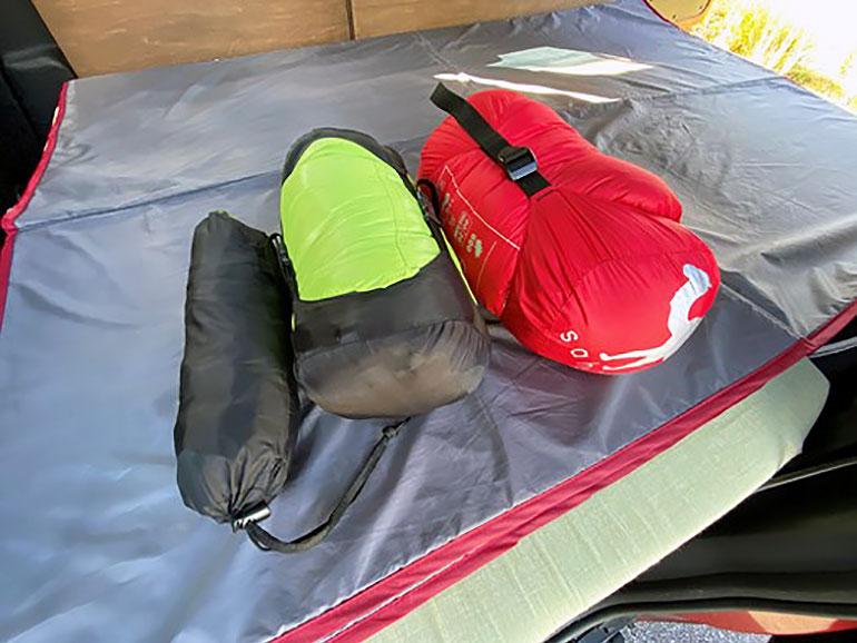 キャンプ用の寝袋