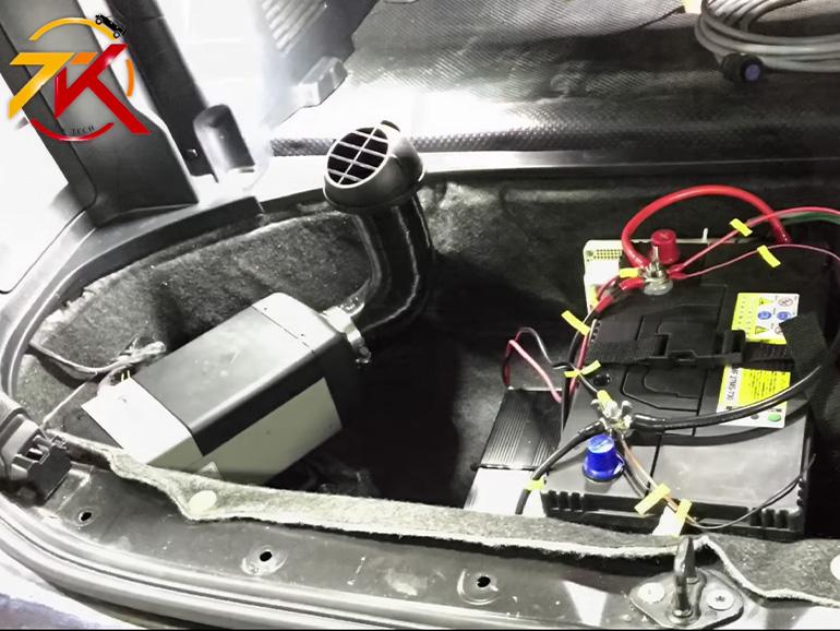 車内に取り付けられたべバスト FFヒーター