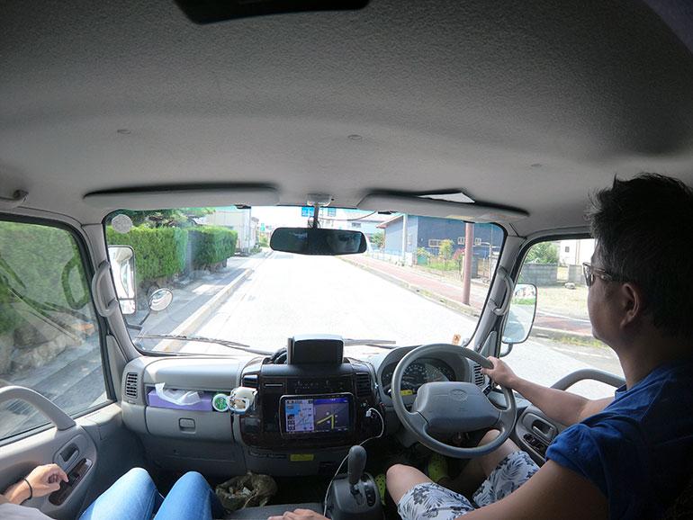 キャンピングカー 運転席