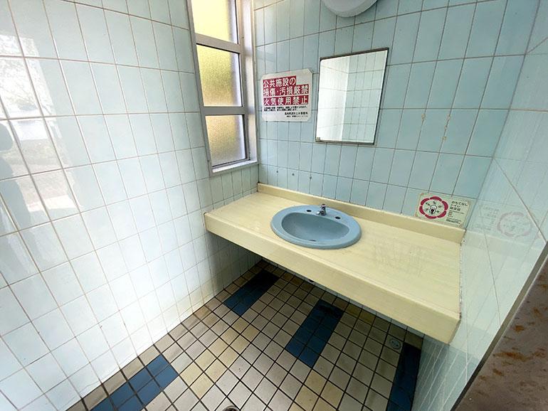 トイレ中2