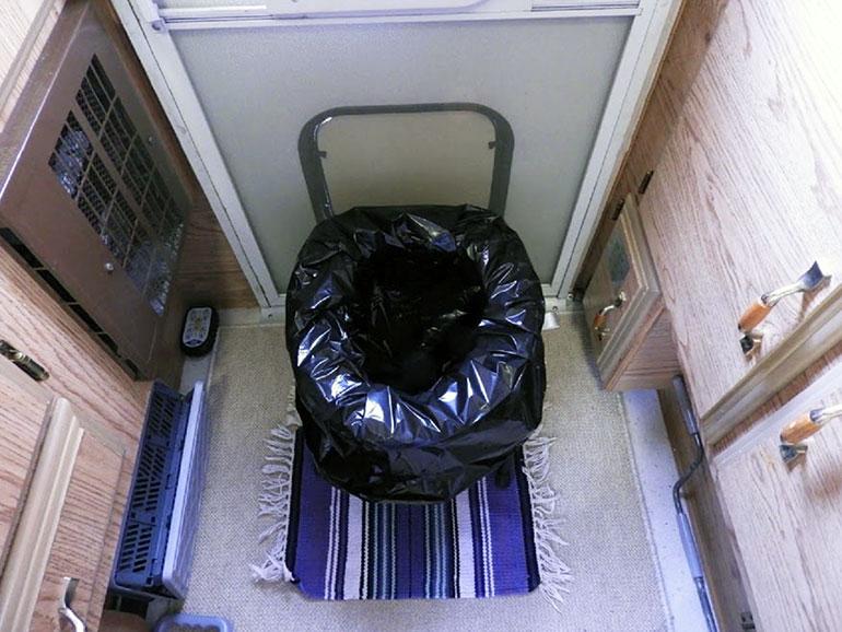 椅子型折りたたみ式簡易トイレ