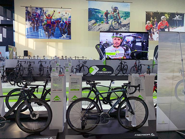 メリダの展示・レンタルサイクルショップの店内
