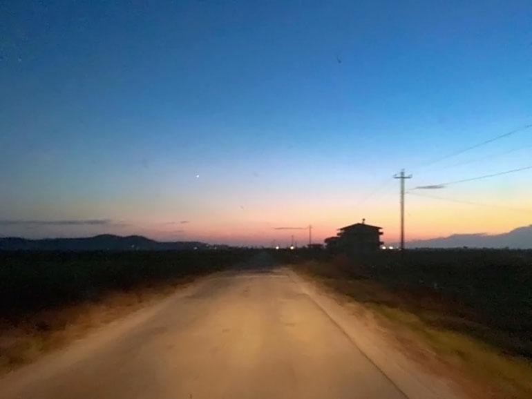 夕焼けと夜空