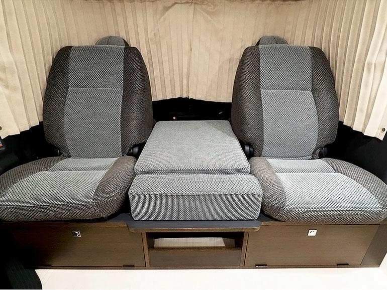 トイファクトリー コルドバクルーズ 後ろ向きに座れるフロントシート